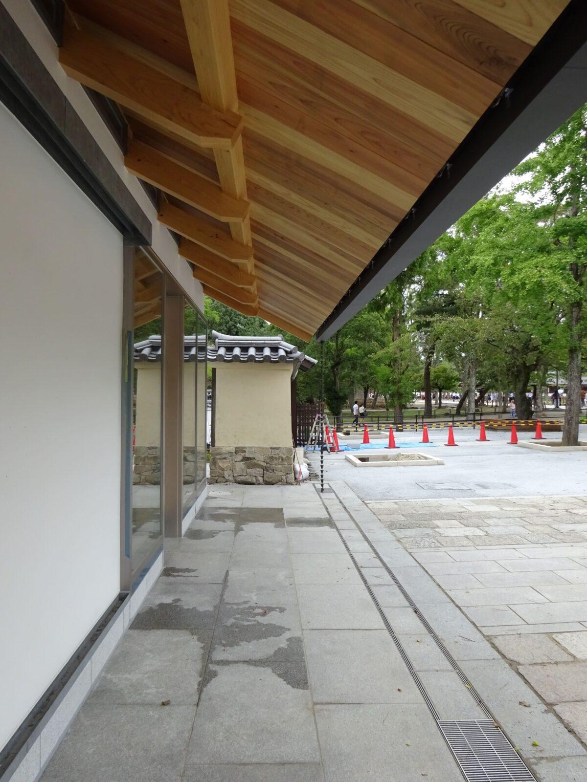 写真:東大寺総合文化センター券売所案内所外構整備(外観)