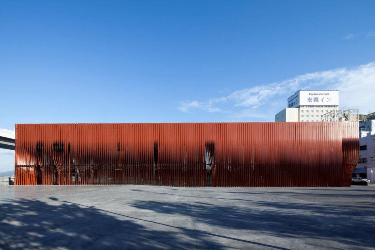 写真:青森市文化観光交流施設 ねぶたの家 ワ・ラッセ(外観)