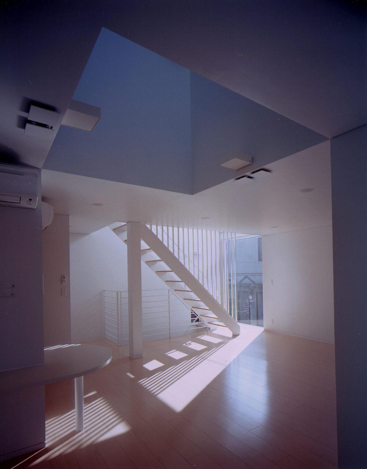 写真:HZH_リビング/階段/吹抜