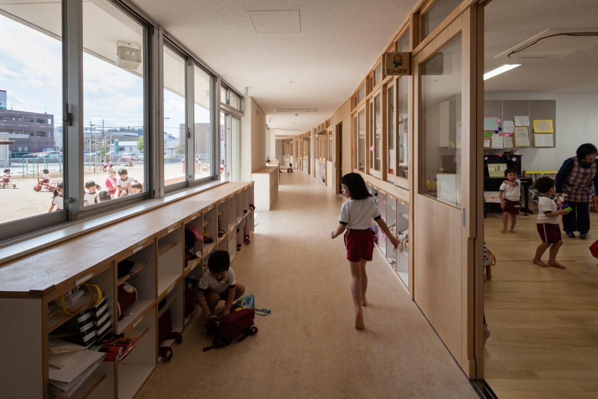 写真:福知山聖マリア幼稚園(廊下)