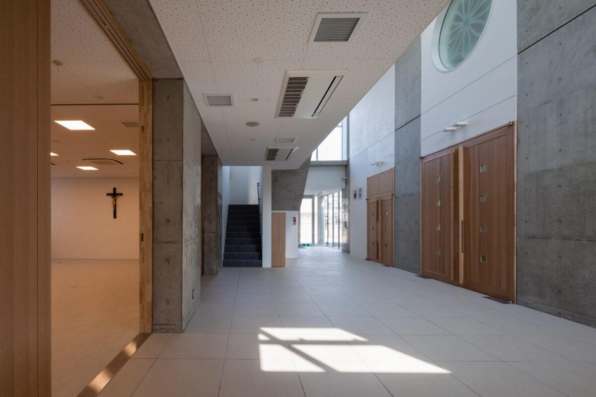 写真:カトリック京都司教区カトリック福知山教会(内観)