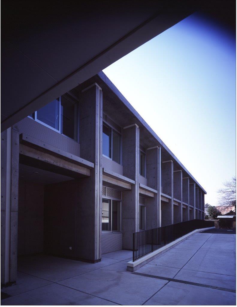 写真:東大寺福祉療育病院光明園(外観)