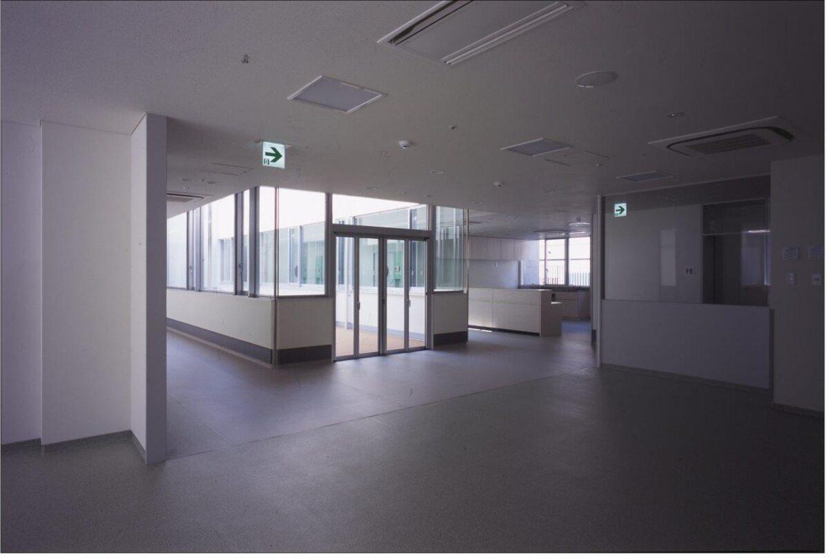 写真:東大寺福祉療育病院光明園(内観)