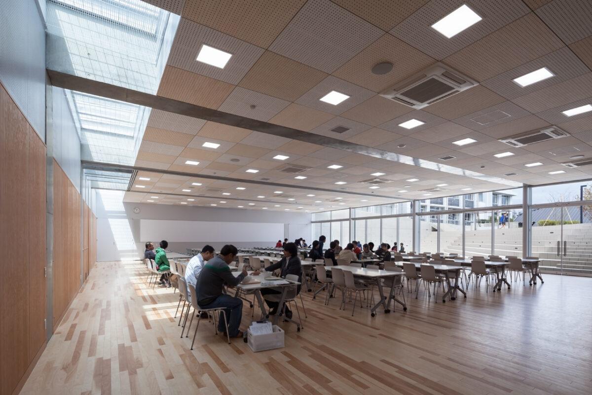 写真:東大寺学園 雑華ホール/サンガティ・スクエア(内観)