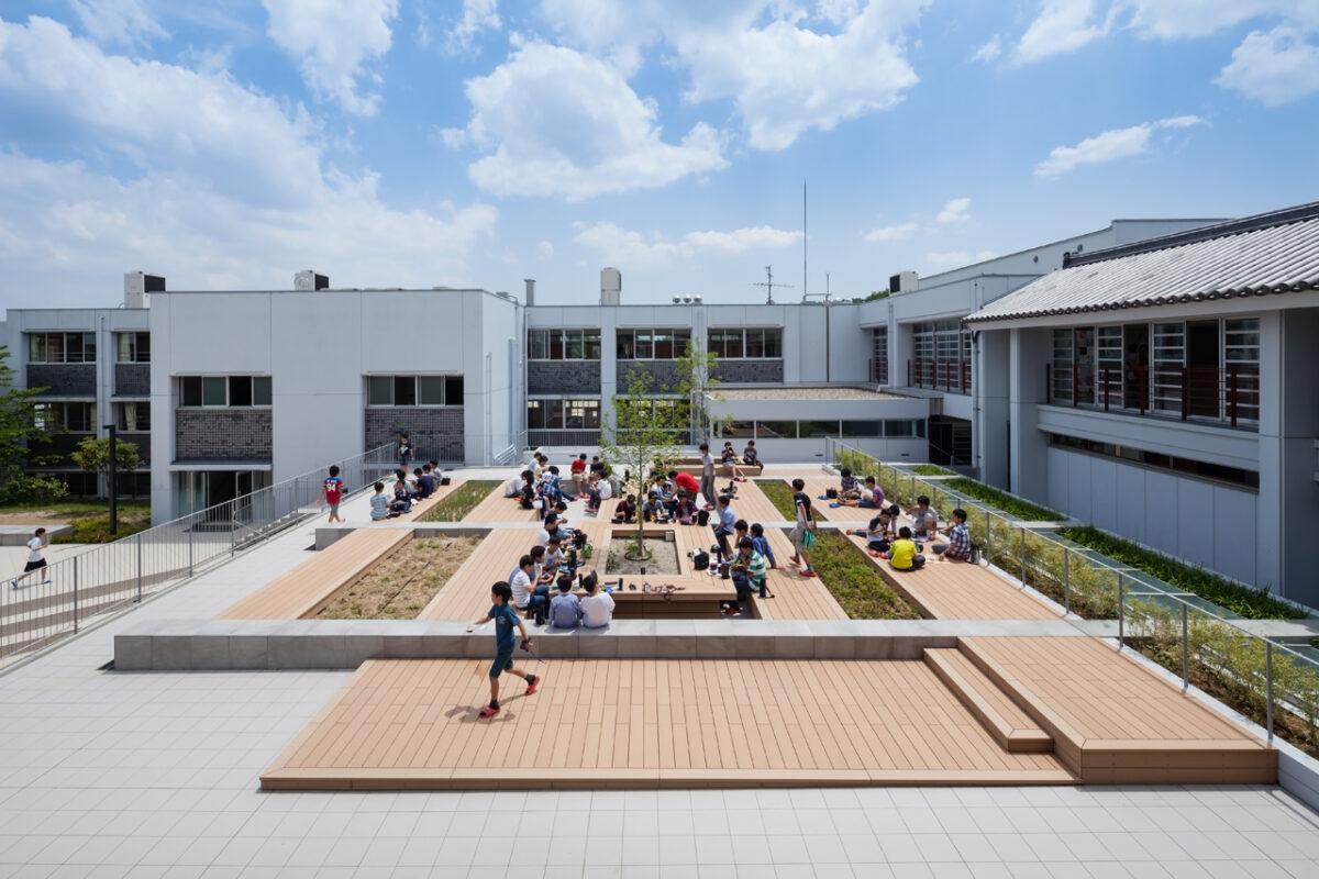 写真:東大寺学園 雑華ホール/サンガティ・スクエア(外観)